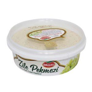Zile Pekmezi adını Tokat ilinin Zile ilçesinden alır. Beyaz renkte olan Zile Pekmezi Tokat'ın Zile ilçesinin narince üzümlerinin yumurta akı ile karıştırılarak bir takım işlemlerden geçilmesiyle elde edilen pekmez çeşididir. Ülkemizde uzun yıllardır tüketildiği gibi Avrupa'da da sıklıkla tercih edilen bir pekmez türüdür.